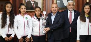 Başkan Kara Türkiye şampiyonu sporcular ile bir araya geldi