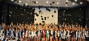Tıp Fakültesinde mezuniyet coşkusu