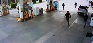 Polis uyuşturucu tacirini böyle kovaladı Zanlının kaçarken refüje attığı 3 poşetten esrar çıktı