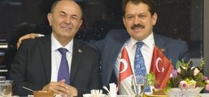 Türkiye'nin en çok otopsi yapan savcısına şiirli veda Adana Adliyesinde görev yaptığı 8 yıl boyunca yaklaşık 500 gün nöbet tutan ve 2 bine yakın otopsiye katılan Cumhuriyet Savcısı Mehmet Çömük, çalışma azmiyle meslektaşları arasında 'Efsane Savcı' olarak adlandırılıyor