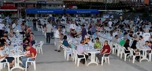 Seyhan Belediyesi iftar sofrası kuruldu Ramazan ayı boyunca 50 bin kişiye sıcak yemek dağıtılacak