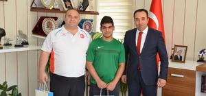 Başarılı halterci Nihat Yel ödüllendirildi İl Müdürü Yıldız'dan halterci Yel'i ağırladı Bilecikli halterciden Bedensel Engelliler Halter Şampiyonasında Türkiye derecesi