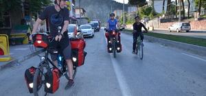 Alman çift bisikletle dünya turunda