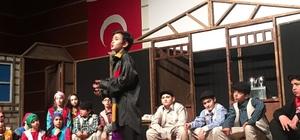 TED'li öğrenciler Komşu Köyün Delisi'ni sahneledi