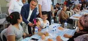 Yüreğir'de sokak iftarları başladı Başkan Çelikcan, ilk iftarını vatandaşlarla yaptı