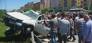 Giresun'da trafik kazası: 2'si ağır 3 yaralı Otomobil içinde sıkışan yaralıları kurtarmak için herkes seferber oldu Bakliyat yüklü tırın devrilmesi sonucu bakliyatlar Karadeniz Sahil Yolu'na saçıldı