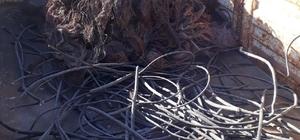 Arama yapılan iş yerinde çalıntı kablo ele geçirildi.
