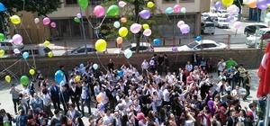 8 sınıf öğrencileri dileklerini yazdılar balonla uçurdular