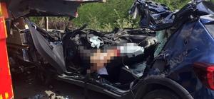 Bursa'da akıl almaz kaza Arızalanınca emniyet şeridinde bekleyen tıra arkadan çarpan otomobilin sürücüsü öldü