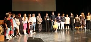 Kuşadası Belediyesi Kadın Tiyatrosu'na 'Direklerarası Seyirci' ödülü