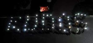 """KYK öğrencileri telefonla ışığıyla """"Kudüs"""" yazdı"""