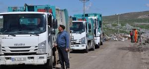 Kars'ta mahalle sakinlerinin çöp isyanı Mahalleliler belediye ait çöp arabalarının yolu kesti