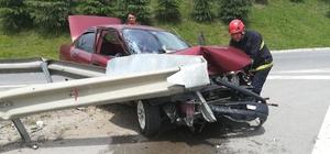 Virajı alamayan otomobil bariyerler çarptı: 1 yaralı