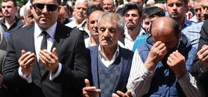 Çankırı'daki trafik kazasında hayatını kaybeden 4 kardeşe son görev Cenaze dönüşü Gümüşhane'den İstanbul'a giderken Çankırı'da trafik kazasında hayatlarını kaybeden 4 kardeş memleketleri Gümüşhane'nin Kürtün ilçesinde toprağa verildi