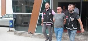 2 kardeşi öldüren zanlı, yurt dışına kaçarken yakalandı Telefon taksitlerini ödemediği için akrabalarını öldürdü