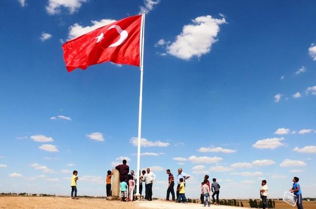 Suriye sınırına 7'nci dev Türk Bayrağı dikildi Sınırın sıfır noktasına dev bir Türk Bayrağı daha