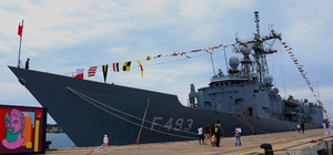 Beyaz Fırtına Tatbikatı'na katılan askeri gemiler Kuşadası'nda