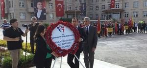 19 Mayıs Atatürk'ü Anma Gençlik ve Spor Bayramı çelenk sunulmasıyla başladı.