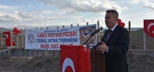 Doğu Anadolu'nun en büyük canlı hayvan pazarı Ağrı'da yapılıyor