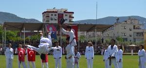 Kozan'da 19 Mayıs coşkusu 19 Mayıs Atatürk'ü Anma, Gençlik ve Spor Bayramı, Adana'nın Kozan ilçesinde kutlandı
