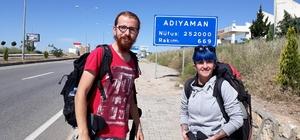 Katliamın durması için otostopla Filistin'e gidecekler
