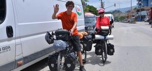 Balayında bisikletle dünya turu