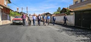 Alacakapı mahallesinde yollar sıcak asfalt yapılıyor