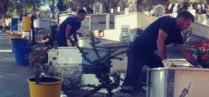 Şehir mezarlığında Ramazan temizliği