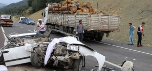 Kahramanmaraş'ta tıra arkadan çarpan otomobil paramparça oldu Kazada 3 kadın öldü 2 kişi yaralandı