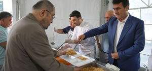 İftar Yemeğini Başkan Dündar Dağıttı