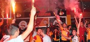 Galatasaray taraftarı Kilis'te şampiyonluk turu attı Sarı-kırmızılı taraftarlar Kilis'te taraftarlar sokaklara döküldü