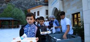 Bin kişi Somuncu Baba Külliyesi'nde iftar etti