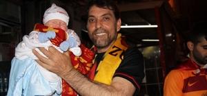 Isparta, sarı-kırmızıya büründü Galatasaray'ın şampiyonluğu, Isparta'da coşkuyla kutlandı 3 haftalık Muhammed Bebek Galatasaray'ın şampiyonluk kutlamalarına katıldı