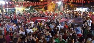 Çeşme'de meşaleli 19 Mayıs yürüyüşü