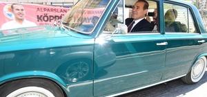 Alparslan Türkeş'in birinci etabına klasik otomobilli açılış