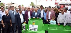 Mersin'de üreticilere ekipman desteği Mersin Büyükşehir Belediyesi, kırsal alandaki üreticilere destek vermek amacıyla Silifke  ilçesinde ceviz soyma makinesi ve misinalı motorlu tırpan makinesi dağıtımı gerçekleştirdi