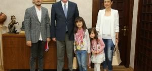 Satranç şampiyonu Ecrin Öncel Kazım Kurt'u ziyaret etti