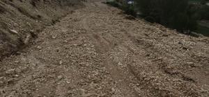 Sel köy yollarını vurdu Sivas'ın Gürün ilçesinde sel köy yollarında ulaşımda aksamalara neden oldu