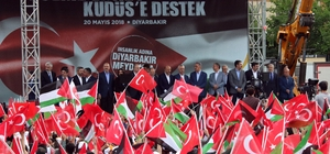 """Başbakan Binali Yıldırım Diyarbakır'da (3) Terörün bittiği bölgede kalkınma projesi başlatılıyor Başbakan Yıldırım müjdeyi Diyarbakır'dan verdi 23 ilde özel kalkınma programı başlatacaklarını müjdeleyen Başbakan Yıldırım: """"Bu kalkınma programı ile artık gençlerimiz dağa değil 2023-2053 hedeflerine bakacaklar"""" """"Gençlerimizin hayallerini, geleceğini terör örgütleri artık çalamayacak"""""""