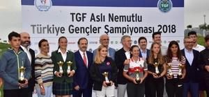Golf Turnuvası kazananları kupalarını Ağaoğlu'nun elinden aldı TGF Aslı Nemutlu Türkiye Gençler Şampiyonası sona erdi