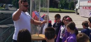 Mobil Matematik Müzesi Saraybosna'da öğrencilerle buluştu Saraybosnalı çocuklar matematiği dokunarak öğrendi