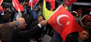 Vali Zorluoğlu, final maçını vatandaşlarla birlikte izledi