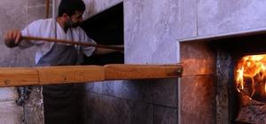 Ramazan'da 280 derecelik fırının karşısında zorlu mesai