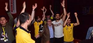 Bilecik'te dev ekranda Final Four mücadelesi Başkan Can final maçını gençlerle izledi