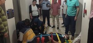 Asansör boşluğuna sıkışan kat görevlisi yaralandı Çocuğunu kurtarmak isterken asansörde sıkıştı