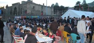 Bitlis'te yüzlerce kişi iftar çadırında buluşuyor
