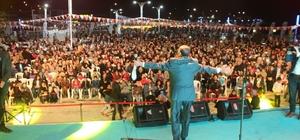 Van Gölü sahilinde Ramazan coşkusu İftarını açan Vanlılar, Mustafa Keser'in şarkılarıyla keyifli bir gece yaşadılar