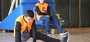 Görme engelli çocuklar üniversite öğrencileri ile maç yaptı