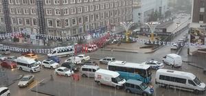 Erzurum'daki sel baskınında birçok araç yolda mahsur kaldı
