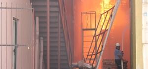 Mersin'de soğuk hava deposunda yangın Mersin Serbest Bölgesi'nde bulunan bir soğuk hava deposunda çıkan yangın, kontrol altına alınmaya çalışılıyor İtfaiye ekipleri bölgede yangını söndürme çalışması yürütürken, bölgeye TOMA araçları da yönlendirildi
